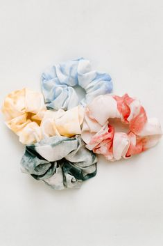 These chiffon tie dye scrunchies are the perfect addition to any summer outfit! Each color sold separately. Tie Dye Colors, Blue Tie Dye, Cool Scrunchies, Diy Tie Dye Shirts, Diy Shirt, Cut Up Shirts, Band Shirts, Tie Dye Fashion, Emo Fashion
