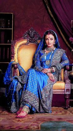 "Bollywood fashion 724727765023564755 - Aishwarya Rai in ""Devdas"" Source by louis_monot Mode Bollywood, Bollywood Wedding, Vintage Bollywood, Bollywood Fashion, Aishwarya Rai Photo, Actress Aishwarya Rai, Aishwarya Rai Bachchan, Bollywood Actress Hot Photos, Beautiful Bollywood Actress"