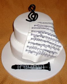 CLARINET WHEEL | Clarinet Cake | Cakes Images, we could make this flute, trumpet, etc.... cool cake
