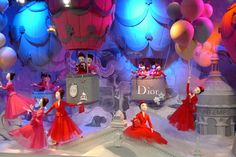 Dior - Christmas Window Display in Paris Printemps 2012 Christmas Window Display Retail, Fashion Window Display, Window Display Design, Shop Window Displays, Store Displays, Dior, Display Block, Visual Display, Merchandising Displays