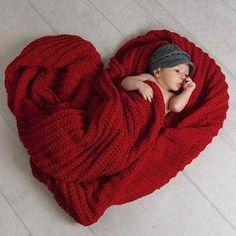 # Schwangerschaft Fotos Ziel Portrait Studio Valentine Photo Idea - Darnell R . Monthly Baby Photos, Newborn Baby Photos, Baby Poses, Newborn Baby Photography, Newborn Pictures, Pregnancy Photos, Baby Pictures, Maternity Photos, Pregnancy Info