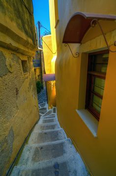Hania, Kreetalla - Chania alley, Crete by Gedsman, via Flickr