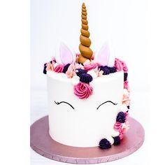 Definitiv ein Trend der nach wie vor noch anhält Einhörner in allen Variationen Startet gut in das lange Wochenende ihr Lieben ________________________________________ #einhorntorte #einhorn #regenbogen #buttercream #homemade #cakestagram #einhornliebe #einherzfürtiere #unicorn #unicorncake #unicorncakepops #kindergeburtstag #kinderaugenleuchten #kindergeburtstagsideen #cakelife #cakephotography #unicornparty #unicornlove #cakedesign #cakebaker #cakearte #weddingcake #mundus… Cake Pops, Birthday Cake, Cupcakes, Cookies, Desserts, Handmade, Food, Long Weekend, Children Birthday Party Ideas