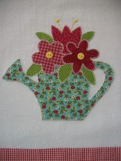Pano de prato em tecido de algodão com aplicação, bordado à mão. R$25,00