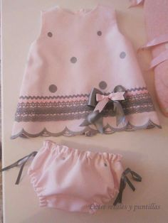 A lot of baby Clothing models. Entre retales y puntillas: octubre Look at the pins below. Baby Dress Design, Baby Girl Dress Patterns, Baby Clothes Patterns, Little Dresses, Little Girl Dresses, Baby Girl Fashion, Kids Fashion, Baby Frocks Designs, Kids Frocks