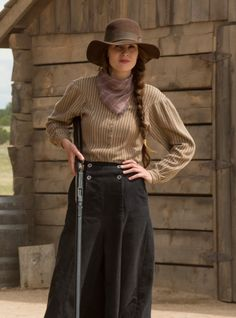 Bang bang: Michelle Dockery could be seen touting a gun in upcoming Netflix limited series Godless Cowgirl Outfits, Western Outfits, Western Wear, Western Dresses, Cowboy Outfits For Women, Western Girl, Western Cowboy, Michelle Dockery, Westerns