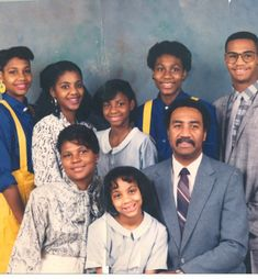 Look at Toni Braxton and all her sisters with their original blackpeople noses. I wonder if this was Sears Family Portrait Studio… Toni Braxton, Star Family, Family First, Family Love, Family Matters, Family Values, Black Love, Black Is Beautiful, Black Art