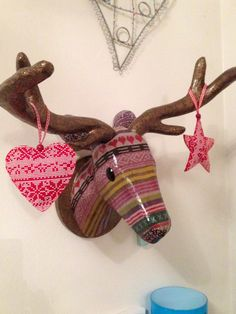 My christmas reindeer is finally finished. He's had some lovely eyes added and some christmas decorations added too just for that festive feel.