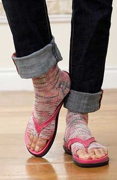 Pedicure Socks: #knit #knitting #free #pattern #freepattern #freeknittingpattern #freeCoversKnittingPatterns