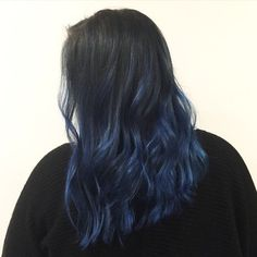 There are so many colorful ways to live by cut and style blue hair Dark Blue Hair, Hair Color For Black Hair, Love Hair, Funky Hair, White Hair, Hair Dye Balayage, Ombre Hair, Aesthetic Hair, Flat Twist