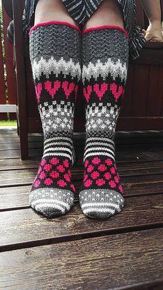 Ravelry: Viiden Ohjeen Paketti pattern by Mia Sumell Fair Isle Knitting, Loom Knitting, Knitting Socks, Baby Knitting, Knitting Patterns, Knit Mittens, Crochet Slippers, Knitted Blankets, Knitted Hats