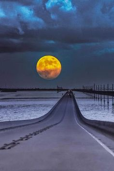 Moon at Key West, Florida Road Trip ( by Naveen Gunda ) Beautiful Moon, Beautiful World, Beautiful Places, Beautiful Pictures, Beautiful Roads, Stars Night, Nature Landscape, Foto Poster, Shoot The Moon