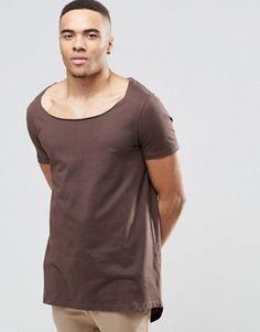Camiseta extralarga con bajo escalonado con abertura en la parte posterior y cuello drapeado de ASOS
