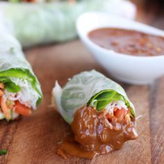 Fresh Spring Rolls with Avocado and Chicken and a spicy dipping sauce. Healthy and quick! With pictures of the rolling process!