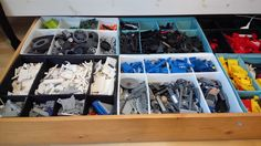 Legot järjestykseen IKEA Skubb laatikoissa sängyn alla.