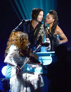 Jack White performing at the 2013 Grammys.