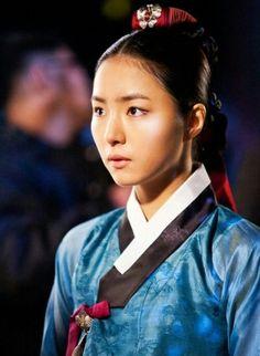 Deep Rooted Tree(Hangul:뿌리 깊은 나무;RR:Ppuri Gipeun Namu) is a 2011 South Korean television series starringJang Hyuk,Shin Se-kyungandHan Suk-kyu, Song Jung-ki