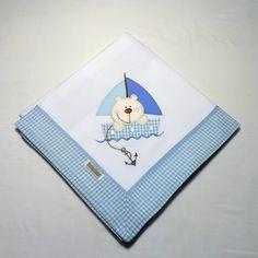 Cueiro de flanela bordado, com barrado em tecido xadrez azul.  <br><br>Aconchegante, pr�tico e t�o lindo, que pode ser usado como manta!<br><br>Tamanho: 78 x 80 cm<br><br>Tecido: Flanela - 100% algod�o