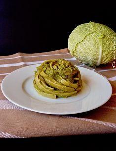 Pesto di verza e pomodori secchi. Ricetta vegana.