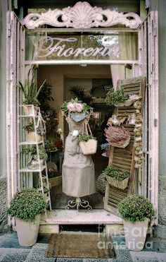 Floral shop in Rome - photo by Karen Lewis This entrance is so so French.the use of the shutters and the display of the greenery.it looks so rustic. Quaint Florist Shop in Rome closed for afternoon siesta Vitrine Design, Deco Champetre, Deco Floral, Shop Window Displays, Spring Window Display, Flower Shop Displays, Florist Window Display, Flower Shop Decor, Display Windows