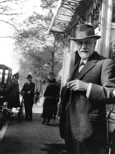 Photographic archive of Sigmund Freud. Photos of the house, family and colleagues. Sigmund Freud, Get A Girlfriend, King Art, Museum Shop, Psychology Quotes, Illustrations And Posters, Photo Library, Retro, Portrait Photography