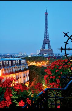 When you say France, the first thing that comes to mind are Paris and the Eiffel Tower or in French La Tour Eiffel. Scroll down and to see Outstanding Photos From The Eiffel Tower In The Four Seasons And By Night. Wonderful Places, Beautiful Places, Beautiful Pictures, Simply Beautiful, Amazing Photos, Nice Photos, Beautiful Streets, Interesting Photos, Beautiful Gorgeous