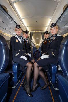 Air Hostess Dress, Air Hostess Uniform, Pantyhose Outfits, Pantyhose Legs, Flight Attendant Hot, Airline Attendant, Flight Girls, Airline Uniforms, Female Pilot