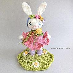 Amigurumi Crochet Bunny Doll Free Pattern- PATRON DE CONEJA COQUETA – Free Amigurumi Crochet Amigurumi Free, Amigurumi Patterns, Crochet Bunny, Free Pattern, Dolls, Christmas Ornaments, Holiday Decor, Spanish, Amigurumi