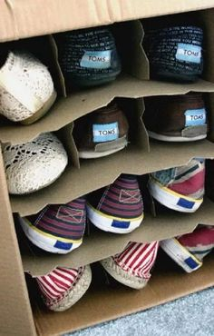 Use a wine box as a shoe storage: 40 Brilliant DIY Organization Hacks. Shoe Storage Solutions, Diy Shoe Storage, Cheap Storage, Storage Hacks, Storage Ideas, Box Storage, Creative Storage, Clothing Storage, Closet Organizer With Drawers