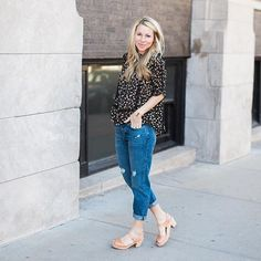 love this casual jeans n clogs look of @sarahsweeneyco in highwood open natural clogs (which have started to turn into a nice tan) #lovemylottas #momstyle