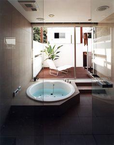 入浴後にテラス・バルコニーでくつろげる、アジアンリゾートホテルのようなジャグジー付浴室 Bathroom Spa, Master Bathroom, Jacuzzi, Home Room Design, House Design, Ideal Bathrooms, Bathroom Design Luxury, Wet Rooms, House Rooms