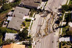 Sinkholes: La Jolla, US: A massive sinkhole in the Mount Soledad neighbourhood
