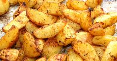 Mennyei Fűszeres sült krumpli recept! Ez a sült krumpli recept az egyik kedvencem, mert sokféle ételhez kínálható. Nincs vele sok munka, tálalhatjuk köretként, vagy önálló fogásként, egy kis salátával. Próbálja ki Ön is ezt a finom sült krumpli receptet! :)