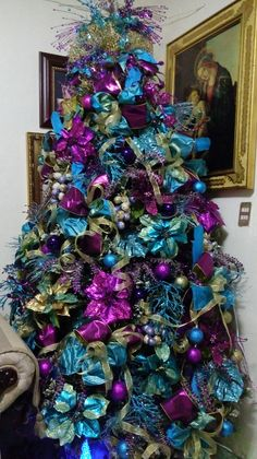 Hobbies And Games Peacock Christmas Decorations, Peacock Christmas Tree, Elegant Christmas Trees, Christmas Tree Themes, Christmas Colors, Christmas Crafts, Xmas Trees, Outdoor Decorations, Christmas Ornaments