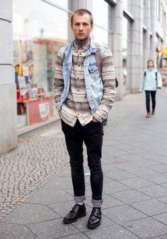 Jonas, Hel Looks Travels