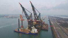 Video: Aeolus gets its a 1600 Tons Huisman Leg Encircling Crane