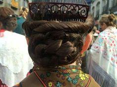 Moño Headgear, Dreadlocks, Shirt Dress, Long Hair Styles, Folklore, Regional, Beauty, Dresses, Over Knee Socks