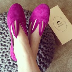 Color Is A Bright Magenta. Euc With No Flaws. Size But Runs Small With The Elastic. Would Best Fit A From A Smoke Free Home, No Trades. Flat Color, Magenta, Loafer Flats, Flaws, Bunny, Smoke Free, Bright, Box, Pink