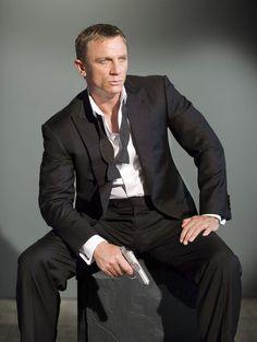 Daniel Craig- best James Bond ever :)