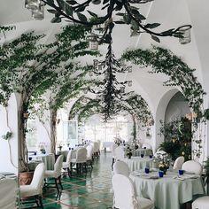 Le Sirenuse // Positano #destinationweddings #lasirenuseweddings #lizziemandle The vines