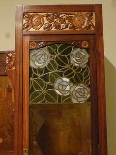 DETAIL: Gaspar Homar - Settee with side cabinets and the marquetry panel 'La sardana' Art Nouveau Furniture, Marquetry, Beveled Glass, Settee, Cabinets, Objects, Art Deco, Carving, Detail