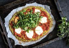 Pizza met bodem van broccoli met recept | Fitgirls.nl