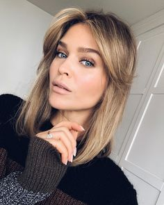 Pin on balayage bob Pin on balayage bob Brown Blonde Hair, Dark Hair, Hair Color And Cut, Ombre Hair Color, Hairstyles With Bangs, Pretty Hairstyles, Lob With Bangs, Medium Hair Styles, Short Hair Styles