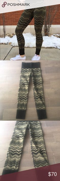 Lulululemon Zig Zag Yoga Tights Leggings Gorgeous pair of full length Lululemon tights. Awesome green and black zig zag design. Very thick and flattering. Size 4 in mint condition lululemon athletica Pants Leggings