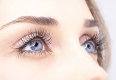 Dandruff is one such common scalp issue we have been facing since years. It could even appear on the eyelashes as well. However, dandruff on the eyelashes is Long Thick Eyelashes, Longer Eyelashes, Fake Eyelashes, Eye Makeup Tips, Beauty Makeup, Makeup Hacks, Rose Carpet, Edward Wilding, Under Eye Wrinkles