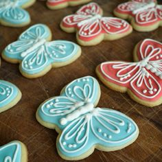 Butterfly sugar cookies. Super cute and super easy #royalicing