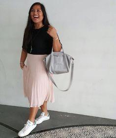 Minimal chic. Pleated midi skirt in blush + black cropped top + Adidas sneakers Stan Smith #styleblogger #streetfashion