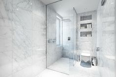 joli design de la salle de bain en marbre