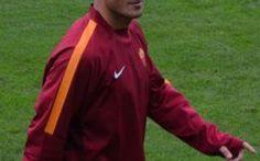 Tanti auguri Francesco Totti, sogno mai realizzato del Milan Nel giorno del quarantesimo compleanno del capitano giallorosso Francesco Totti, sono decine gli aneddoti emersi riguardo alla sua gloriosa carriera. Aneddoti cha vanno dai suoi primi calci al pallon