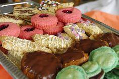 Tervis-eväät tai sitten vaan taas yksi luettu kirja😊 New blogpost inspired by #thespiritguide by  @BethsBooks 📖 #sweetmeats #cookies #jamcake #oatcake #tasteoftales